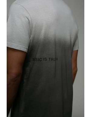 Camiseta W Truth